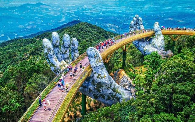 Cầu Vàng Đà Nẵng - địa điểm tham quan hấp dẫn nhiều du khách